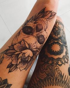 Skull Tattoos for Females: Skull Tattoos are also gaining popularity among women and men. Both sexes like skull tattoos to ink on their bodies. Tattoo Fairy, Mädchen Tattoo, Body Art Tattoos, Girl Tattoos, Tatoos, Manga Tattoo, Tattoos Of Girls, Female Leg Tattoos, Leg Tattoos For Women