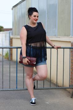 Plus size sporty chic outfit Fringed crop top and denim skort http://anaispenelope.blogspot.fr/2015/07/weareus-boohoo.html