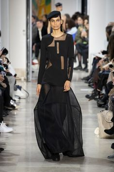 Akris : l'élégance est un art Fashion Week, Skirt Fashion, Face Wrap, Stretch Pencil Skirt, Ribbed Cardigan, Velvet Jacket, Silk Wool, Silk Crepe, Wrap Style