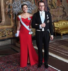 Newmyroyals: King's Dinner for the 2018 Nobel Laureates, December Princess Victoria and Prince Daniel Princess Victoria Of Sweden, Princess Estelle, Crown Princess Victoria, Gala Gowns, Red Gowns, Royal Families Of Europe, Swedish Royalty, Royal Dresses, Royal Weddings