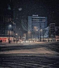 #Berlin #Berlingram ✌ Photo : @berlingraphie ___ #igberlin #berlincity #berlinstyle #berlinlife #berlinstagram #berlinmitte #igersberlin #visit_berlin #berlinbreeze #diestadtberlin #berlinpage #europe