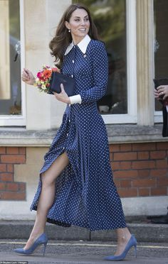 The Duchess of Cambridge looked elegant in a polka dot dress for the outing to Bletchley P. The Duchess of Cambridge looked elegant in a polka dot dress as she arrived at the home of the Second World War codebreakers at Bletchley Park today. Kate Middleton Outfits, Vestidos Kate Middleton, Kate Middleton Legs, Kate Middleton Fashion, Vestido Dot, Prince William Et Kate, Prince Charles, Duchesse Kate, Princesse Kate Middleton
