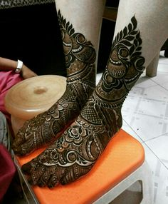 Looking for Simple jaali mehendi design on a bridal foot? Browse of latest bridal photos, lehenga & jewelry designs, decor ideas, etc.