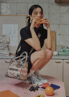 cr. BPismylife_ Kim Jisoo Blackpink, Jisoo Do Blackpink, Lisa Black Pink, Black Pink Kpop, Christian Dior, Blackpink Lisa, Kim Jennie, South Korean Girls, Korean Girl Groups