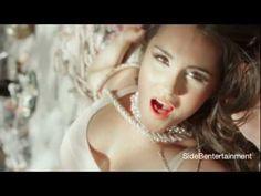 ▶ Dulce Maria - Es un Drama (Video Oficial) - YouTube