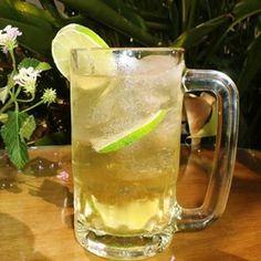 Bull de Cerveza  Ingredientes:  Jugo de Limón Triple Sec Ron Oscuro Jarabe de Goma (Almibar) Cerveza Ginebra  Preparación:  En un bowl agregue 1 Onza de Jarabe de Goma, ½ Onza de Ron, ½ Onza de Ginebra, ½ Onza de Cointreau. Jugo de ½ limón Hielo Rellene con Cerveza y coloque frutas picadas.
