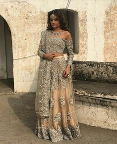 How to Select the Best Modern Saree for You? Pakistani Wedding Dresses, Indian Wedding Outfits, Pakistani Bridal, Pakistani Outfits, Bridal Outfits, Indian Bridal, Indian Dresses, Indian Outfits, Bridal Dresses