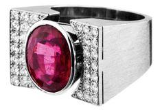 Turmalin-Ring Weissgold 750. Mattierter u-förmiger Ring mit einem ovalen Rubellit von ca. 5 ct. Umg — Schmuck