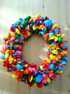 Bang-up balloon wreath tutorial. Wouldn't this be perfect for a birthday celebration?