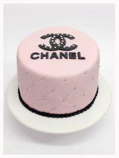 Ideas cake designs anniversaire femme for 2019 Chanel Birthday Cake, Cute Birthday Cakes, Beautiful Birthday Cakes, Birthday Cakes For Women, Chanel Torte, Coco Chanel Cake, Bolo Gucci, Bolo Fashionista, Bolo Channel
