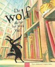 Nadat Wolf uit zijn boek is gevallen, verandert hij in een klein bang wolfje. Hij probeert zich in een ander boek te verstoppen, maar wordt overal weggestuurd. Tot hij een meisje met een rood kapje ontmoet. Prentenboek met zachtgekleurde, humoristische illustraties. Vanaf ca. 4 jaar