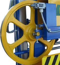 Проектирование ленточной пилорамы. Saw Mill Diy, Homemade Bandsaw Mill, Portable Saw Mill, Cnc Table, Homemade Tools, Work Tools, Wood, Tractor, Graffiti