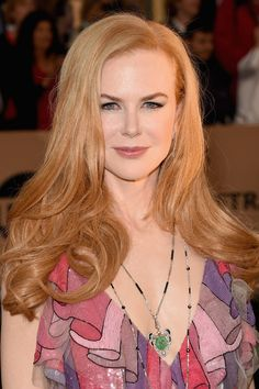 Trendy Light and Dark Strawberry Blonde Hair Color with highlights, strawberry blonde balayage and ombre on short, long, ,medium lenght hair pictures Hair Color Highlights, Red Hair Color, Blonde Color, Coral Color, Hair Colors, Eye Color, Nicole Kidman, Dark Blonde Hair, Blonde Balayage
