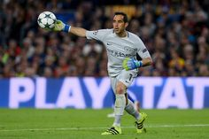 Manchester City's Chilean goalkeeper Claudio Bravo throws the ball during the UEFA Champions League football match FC Barcelona vs Manchester City at the Camp Nou stadium in Barcelona on October 19, 2016. / AFP / JOSEP LAGO