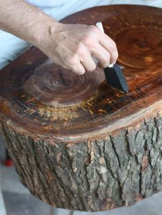 17 Apart: How To: DIY Stump Table Tutorial on Sealing Stumps -spray the rough bark sides of the stump with a low odor clear gloss finishing spray: -2 coats of the wood juice for top
