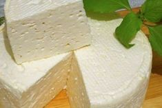 Домашний французский сыр: вкусно, просто и дешево Cheese Lover, Russian Recipes, How To Make Cheese, Spice Blends, Queso, Feta, Camembert Cheese, Spices, Dairy
