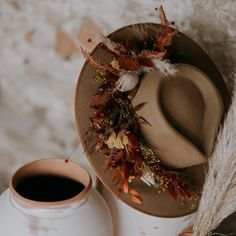 🍂 Making hats so stylish you can imagine yourself wearing one this autumn 🍂 Vise, Concept, Wreaths, Mai, Stylish, Photography, Autumn, Design, Home Decor