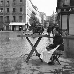 photos by Francesc Català-Roca: everyday_i_show — LiveJournal Bw Photography, Vintage Photography, Street Photography, Pictures Of People, Old Pictures, Old Photos, Time In Spain, Foto Madrid, Spain Images