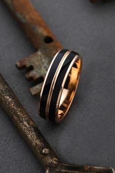 Gold wedidng ring with black enamel. Matching Wedding Rings, Unique Wedding Bands, Wedding Men, Diamond Wedding Bands, Gold Wedding, Wedding Ideas, Engagement Rings For Men, Ring Verlobung, Black Enamel
