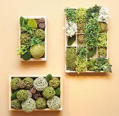 mur végétal avec des boules décoratives pour votre intérieur