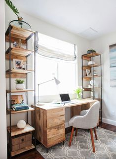 Having a creative and inspiring home office is key for productivity and a great bookshelf design will provide functional storage and personalization. Guest Room Office, Office Nook, Home Office Space, Home Office Design, Home Office Furniture, Home Office Decor, Office Ideas, Home Decor, Guest Rooms