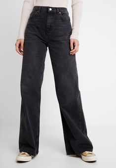 Topshop WIDE - Straight leg jeans - washed black for Free delivery for orders over Topshop Jeans, Topshop Outfit, Outfit Jeans, Jean Outfits, Casual Outfits, Grunge Outfits, Black Denim Pants, Jean Large, Fashion Pants