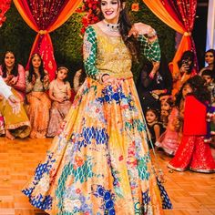 Sana in an #embroidered #printed #lehenga & #choli at a #wedding in #houston 💫  #nomiAnsari #clientDiaries #bespoke #lookOftheDay #mehndi #henna #pakistani #traditional #fun #usa #canada #uae #singapore #london #dubai