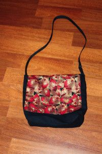 A diy large tote bag. A fabulous project for beginner sewers as the pattern comes with very good instructions