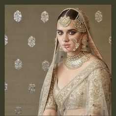 Sabyasachi Exquisite Bridal attire & Jewellery from Heritage Collection we love these uncut diamonds perfectly paired with pearls. Indian Bridal Fashion, Indian Wedding Outfits, Bridal Outfits, Bridal Dresses, Indian Weddings, Indian Outfits, Bridal Jewelry Sets, Bridal Necklace, Wedding Jewelry