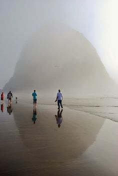 Haystack Rock, Canon Beach. Oregon Coast, USA//