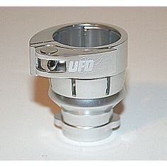 3Skull Paintball Spyder Clamping FeedNeck No Holes - Chrome. Available at Ultimate Paintball!  http://www.ultimatepaintball.com/p-1127-3skull-paintball-spyder-clamping-feedneck-no-holes-chrome.aspx