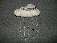Gabulle in wonderland: DIY : broche nuage en feutrine et gouttes en perles de rocaille