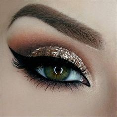 Owners of dark green eyes will be fascinated by make-up ideas that enhance and complement your beautiful eye color. A variety of eyeshadows and eyeliner awaits you for your exploration. Cute Makeup, Gorgeous Makeup, Pretty Makeup, Cheap Makeup, Amazing Makeup, Perfect Makeup, Beauty Make-up, Beauty Hacks, Beauty Tips