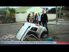 Note the huge cracks that opened up on lateral spreads and how cars sank into the sand. Earthquake Damage, New Zealand Cities, New Zealand Houses, Flip Video Camera, Unbelievable Pictures, Natural Disasters, Christchurch New Zealand