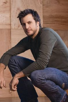 So much sexiness in one man!! Mmmmmhmmmm