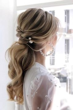 Pony Tail Hairstyles For Your Wedding Party Look ❤ pony tail hairstyles wedding blonde swept with pearls juliafratichelli. Wedding Hair Pins, Wedding Hairstyles For Long Hair, Wedding Hair And Makeup, Wedding Bride, Medium Wedding Hair, Loose Wedding Hair, Pony Hairstyles, Bride Hairstyles, Pretty Hairstyles