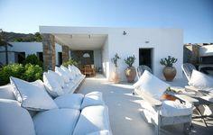 décoration élégante de terrasse en blanc