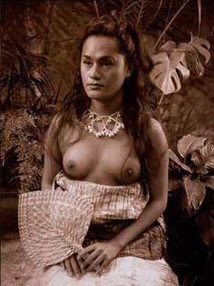 Teine Samoa - Samoan Woman by Yuki Kihara Samoan Women, Auckland Art Gallery, Two Spirit, Third Gender, New Zealand Art, Feminist Art, Light Art, Beautiful Islands, Vintage Photos