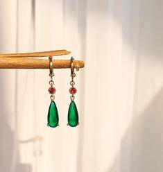 Howls Moving Castle Cosplay, Anime Cosplay, Emerald Green Earrings, Lobe, Accessoires Iphone, Swarovski, Blue Necklace, Vintage Earrings, Women's Earrings