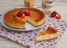 La torta alla robiola è un dolce delicato e cremoso che si scioglie in bocca. Una torta facilissima che potete preparare con i vostri bimbi per divertirvi insieme.