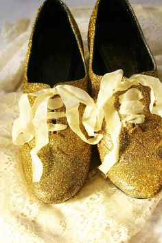 DIY Glitter Oxfords! Get how-to.    #tulipshimmer