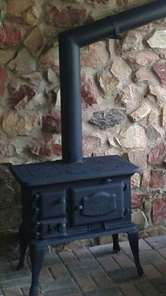 Welcome Dover Stove.All the warmth in the house and this is what has raised many of us! Wood Stove Hearth, Stove Fireplace, Wood Burner, Fireplace Design, Wood Burning Cook Stove, Wood Stove Cooking, Antique Wood Stove, How To Antique Wood, Wood Pellet Stoves