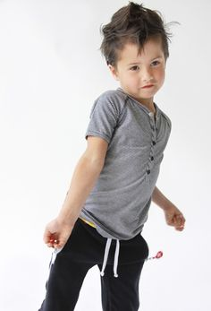 love this comfy outfit Stylish Little Boys, Stylish Kids, Little Boy Fashion, Baby Boy Fashion, Fashion Design For Kids, Kids Fashion, Toddler Boy Outfits, Kids Outfits, Cute Little Boy Haircuts