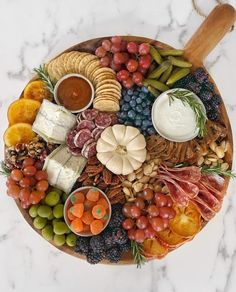 Less the meat of course 🙋 Charcuterie Recipes, Charcuterie And Cheese Board, Charcuterie Platter, Cheese Boards, Thanksgiving Appetizers, Thanksgiving Recipes, Fall Recipes, Holiday Recipes, Thanksgiving Platter