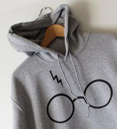 Harry Potters Hoodie Sweatshirt Lightning Glasses by Tmeprinting Harry Potter Hoodie, Harry Potter Style, Harry Potter Outfits, Harry Potter Clothing, Printed Sweatshirts, Printed Tees, Hooded Sweatshirts, Sweatshirt Refashion, Grey Sweatshirt