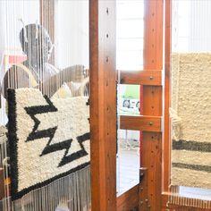 Von Hand gewoben - 100% natürliche, ungefärbte Wolle wird für die Herstellung all unserer Teppiche verwendet Ladder Decor, South Africa, Hand Weaving, Collections, Rugs, Design, Weaving, Wool, Handarbeit