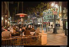 People dining at outdoor restaurant, Third Street Promenade. Santa Monica, Los Angeles, California, USA