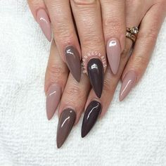 Stiletto nails nude/brown