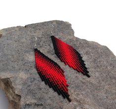 Black red Statement Ombre Modern earrings Geometric Gradient Native Seed bead Dangle Fringe earrings Rhombus Elegant Beaded earrings – Welcome Seed Bead Bracelets Tutorials, Beaded Bracelets Tutorial, Earring Tutorial, Beading Tutorials, Beads Tutorial, Bead Jewellery, Seed Bead Jewelry, Seed Bead Earrings, Beaded Jewelry