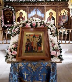 Church Icon, Orthodox Easter, Church Wedding Flowers, Orthodox Icons, Christian Art, Flower Decorations, Flower Designs, Floral Arrangements, Funeral